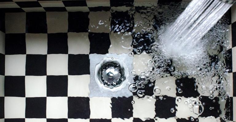 ¿Cómo quitar el mal olor del baño?